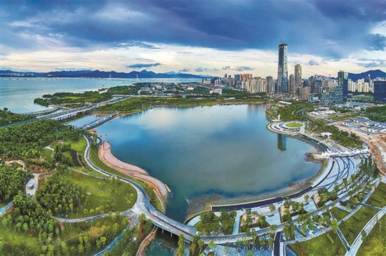"""深圳人才公园是全国首个以""""人才""""命名的主题公园."""